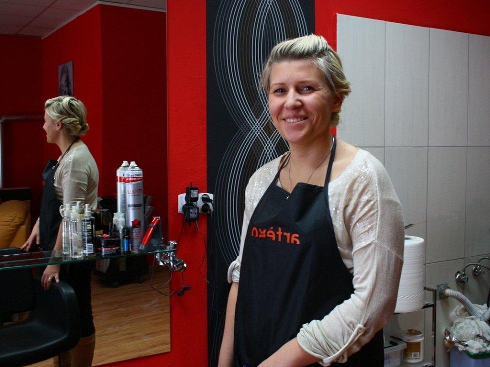 Katarzyna Madera pochází z Polska. Ve Zlatých Horách si otevřela kadeřnictví.