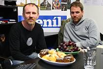 Martin Finger a Vojtěch Frič (zleva) během online rozhovoru v šumperské redakci Deníku.