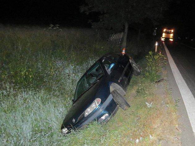 Opilý řidič havaroval mezi Libivou a Vlachovem.
