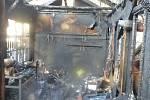Kůlna u rodinného domu ve Svébohově na Zábřežsku začala hořet ve středu 12. prosince. Hasiči požár zlikvidovali dvěma proudy vody.