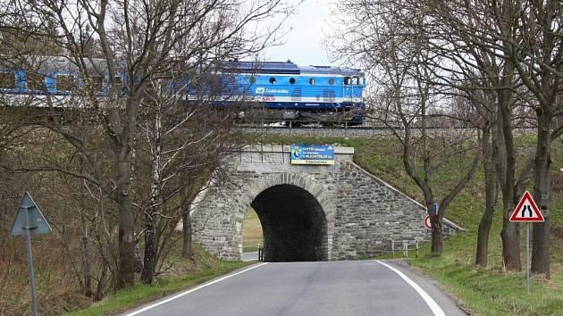 Podjezd mezi Brannou a Ostružnou na Jesenicku.