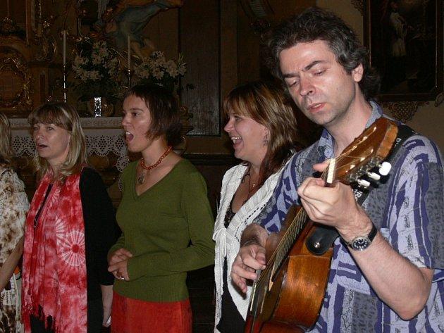 Židovské písně na Svatojánských slavnostech představil šumperský soubor Avonotaj.