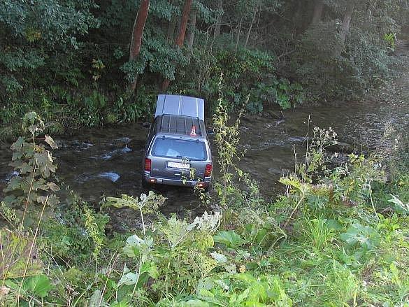 V řece Moravě skončila řidička se svým Jeepem