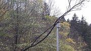V Javorníku vypadávala dodávka elektřiny celou noc na neděli, v místních částech Travná a Zálesí elektřina nefungovala ani v neděli v poledne