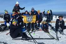Mladí fotbalisté Šumperku na výšlapu na Běžkách na vrcholu Keprník.