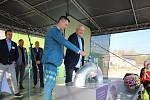 Energetické centrum recyklace v Rapotíně v říjnu 2019. Ivo Skřenek a Petr Štěrba z firmy EFG při symbolickém vpuštění biometanu do distribuční sítě.