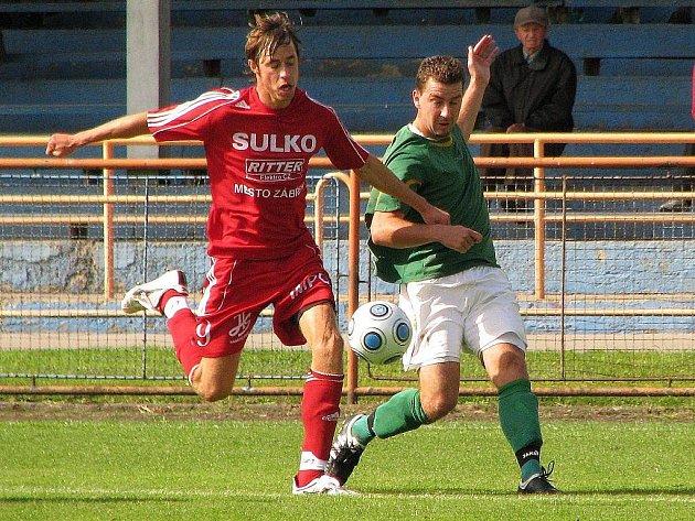 Fotbalisté Uničova porazili doma Zábřeh (v červeném)