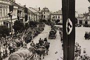 Příjezd německých vojenských jednotek do Zábřehu na podzim 1938. Zábřeh byl národnostně smíšeným městem.