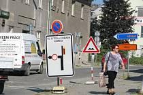 Řidiči nyní neprojedou hned po několika výpadovkách z města do okolních vesnic. Uzavřená je Sušilovai Jiráskova ulice, na Skaličku se dá dostat jen objížďkou přes Ráječek.