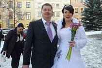 noubenci Lenka Havlíčková a Milan Mieszczyk se právě chystají do obřadní síně na šumperské radnici.