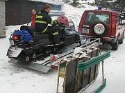 Z cvičení hasičů hledání lidí pod lavinou