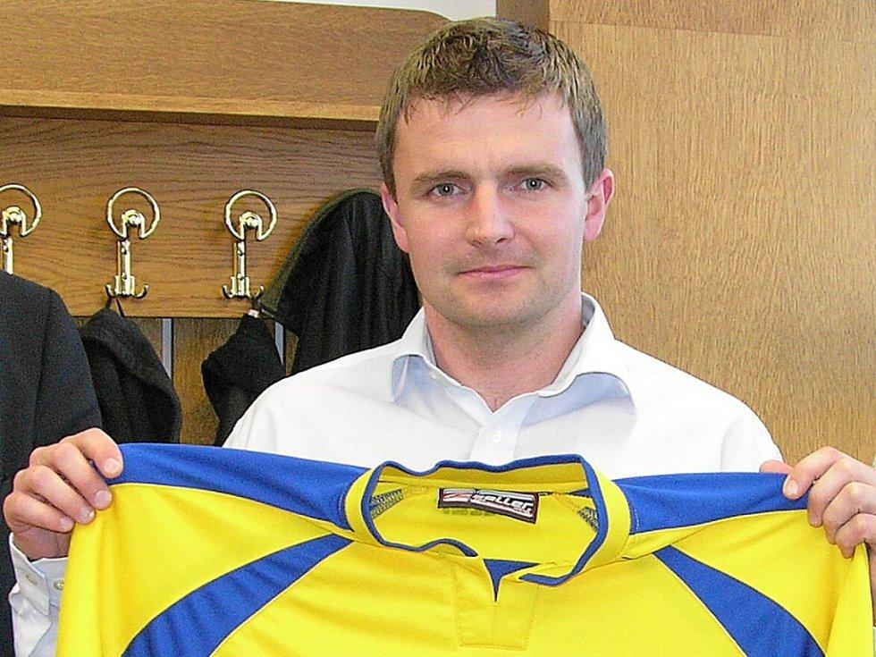 Přestože je letošní kádr šumperských fotbalistů přeplněn výbornými hráči i osobnostmi, nikdo nepochybuje o tom, že kapitánem může být jedině Bohdan Hecl.