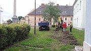 Stavbaři zahájili rekonstrukci dolní části náměstí v Javorníku.