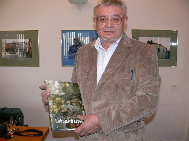 Křestu knihy se ujal šumperský starosta Zdeněk Brož.