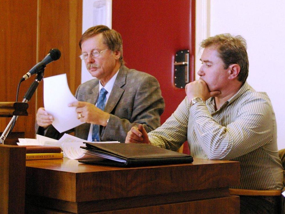 Josef Milar (vpravo) se svým advokátem