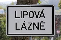 Značka u vjezdu do obce Lipová-lázně.
