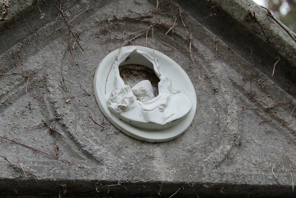 Hřbitov v Šumperku v dušičkovém období.