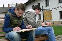Školáci z Velkých Losin se celý den učili v papírně