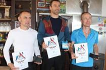Hasičský závod v extrémním běhu TOTMAN 2016 ve Frenštátu pod Radhoštěm ovládl již podruhé v řadě jesenický hasič Milan Smatana (uprostřed).