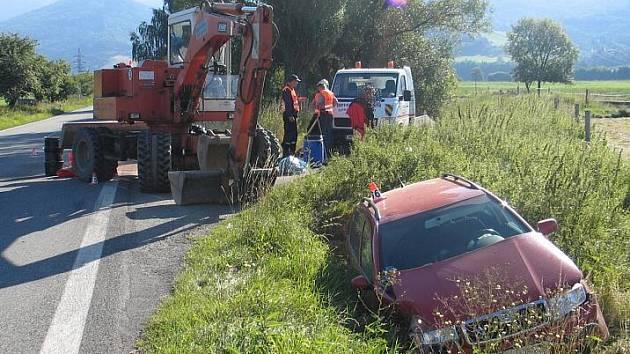 Nehoda bagru a fábie nedaleko Loučné nad Desnou