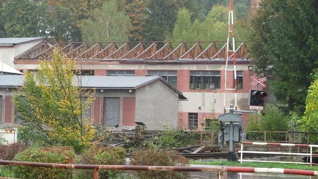Areál bývalé textilky Slezan v Hanušovicích na konci září 2013.