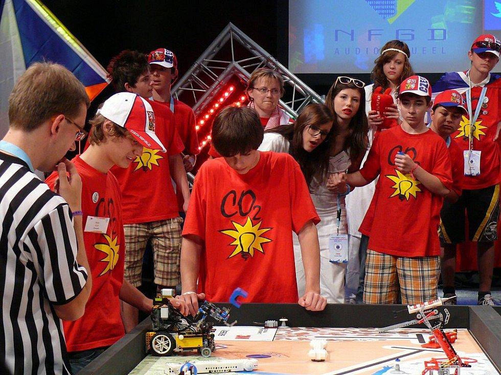 Podruhé v historii se tým studentů Gymnázia Jeseník probojoval až do nejvyššího kola soutěže First Lego League. Světový šampionát se letos konal na Technické Univerzitě v nizozemském Delftu