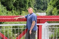 HRDINA POVODNÍ 1997. Jiří Šarman má na léto roku 1997 mnoho silných vzpomínek. Jako profesionální hasič pomáhal lidem zasaženým záplavami na Jesenicku.