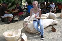 První ročník Rychtářského dřevosochání u hostince Na Rychtě v Hanušovicích