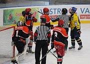 Mladší dorost šumperských Draků padl v úvodním čtvrtfinále s Hradcem. Odveta ho čeká už v úterý.