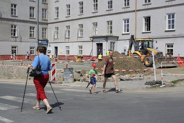 Stavební práce v areálu jesenických lázní v květnu 2014.
