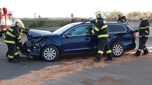 Snímky z nehody na křižovatce před obchvatem ze Zábřehu na Postřelmov
