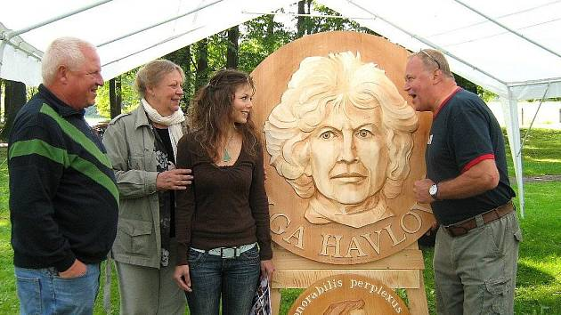 Plastika s portrétem Olgy Havlové