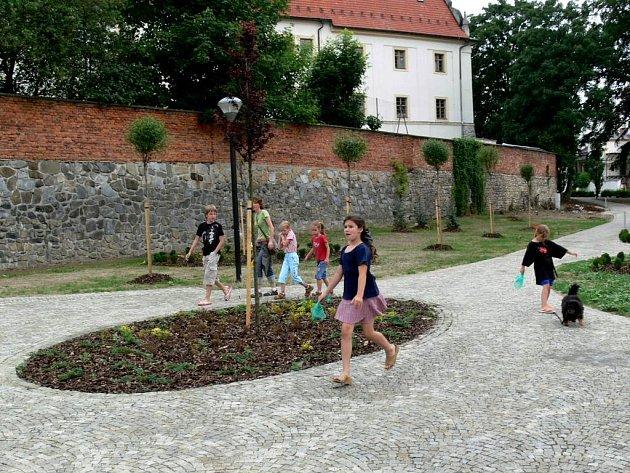 Nový park u Střední zdravotní školy v Šumperku