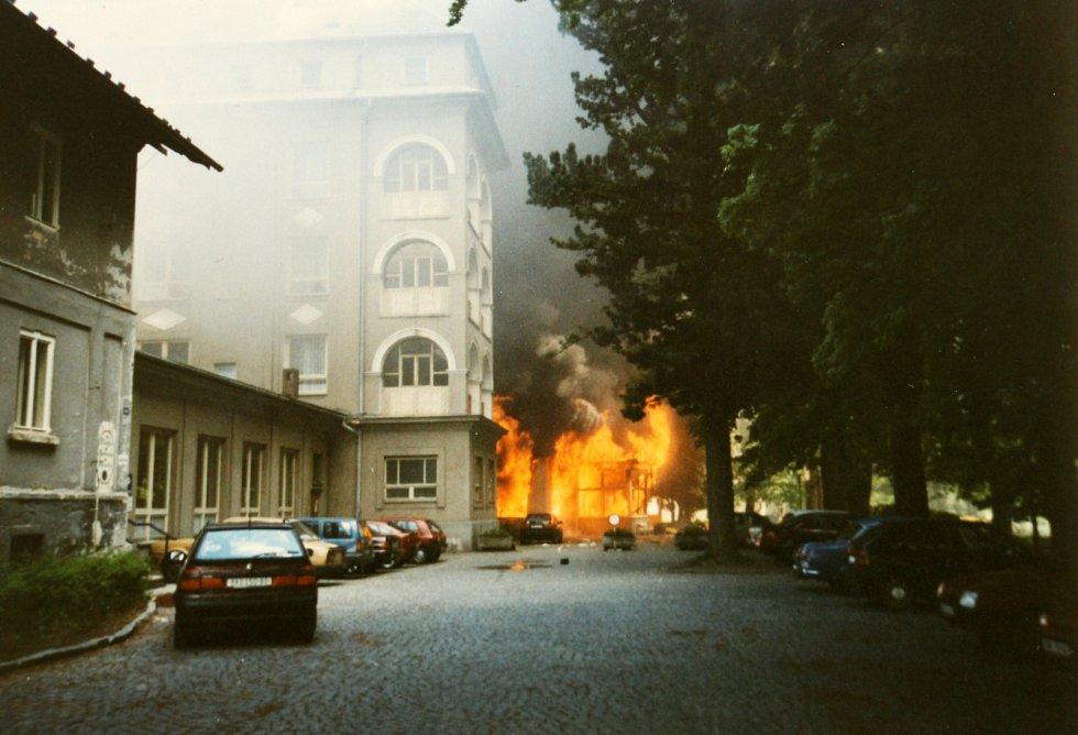 Požár v Sanatoriu Priessnitz v jesenických lázních v květnu 1997 způsobený sebevražedným výbuchem.