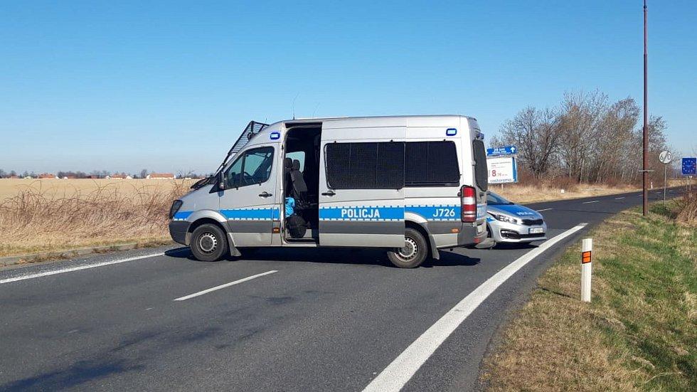 Hraniční přechod v Javorníku v neděli 15. března dopoledne.
