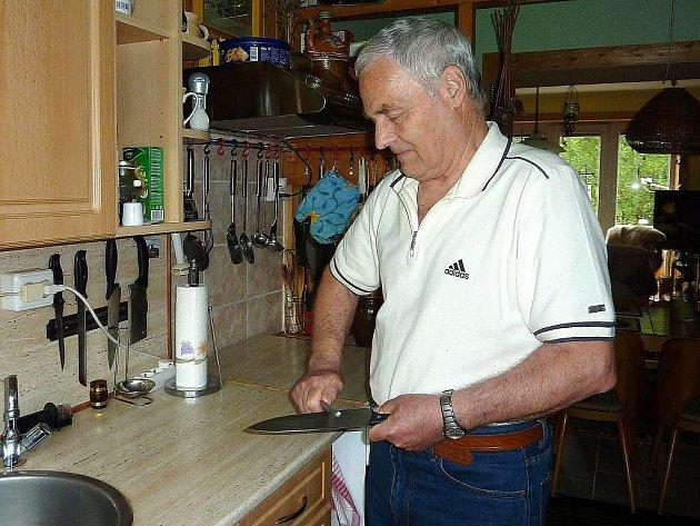 Oldřich Ondráček v kuchyni
