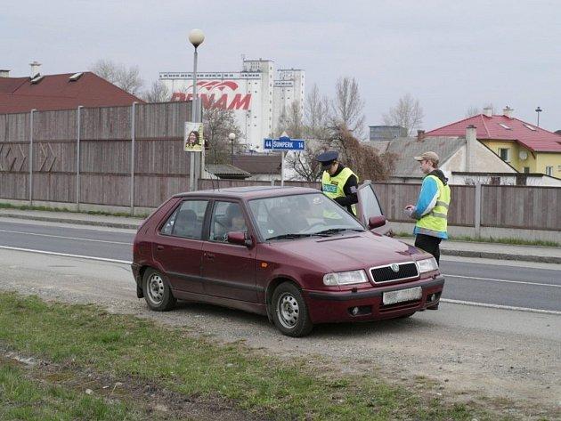 Velká policejní akce zaměřená na dodržování pravidel silničního provozu se uskutečnila ve čtvrtek 12. dubna od osmi do dvanácti hodin v Zábřehu. Kromě policistů a strážníků se do ní zapojili i studenti Vyšší odborné školy a Střední školy automobilní v Záb