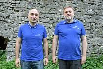 Vladimír (vlevo) a Jaromír Knotkové, vlastníci a jednatelé firmy Stavitelství Knotek.