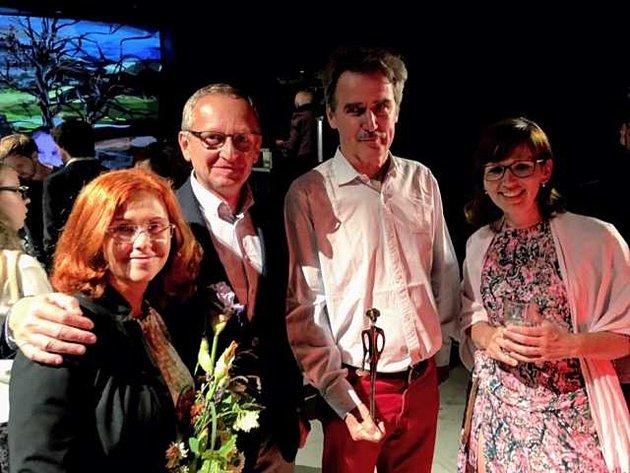 Rodan Hojgr s manželkou, tvůrce sošky pro oceněné František Skála a Zdeňka Morávková, která Naturfyt-bio nominovala. Foto: