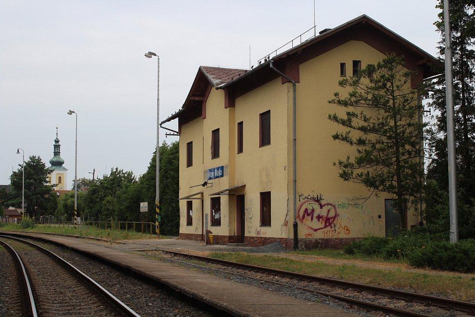 Železniční zastávka a nákladiště Nový Malín.