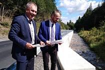 Slavnostní zakončení stavby opěrné zdi v Lipové-lázních.