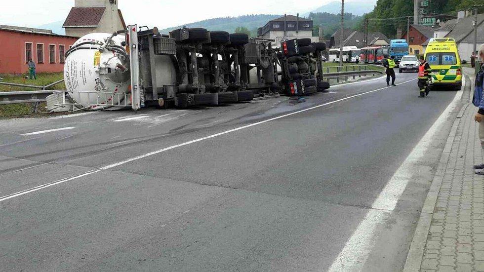 Nehoda cisterny v Adolfovicích, místní části Bělé pod Pradědem