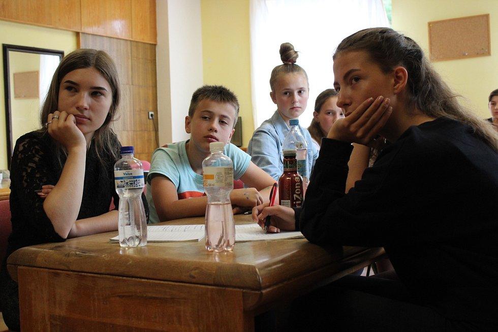 Potomci českých krajanů z Ukrajiny na zdravotně - vzdělávacím pobytu ve Václavově u Oskavy na Šumpersku.