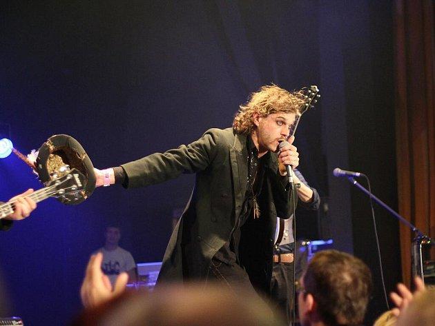 Na pátečním hlavním koncertu přehlídky Blues Alive v Šumperku vystoupila skupina Hokie Joint