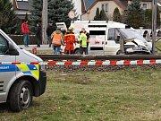 Srážka dodávky se spěšným vlakem na přejezdu v Postřelmově