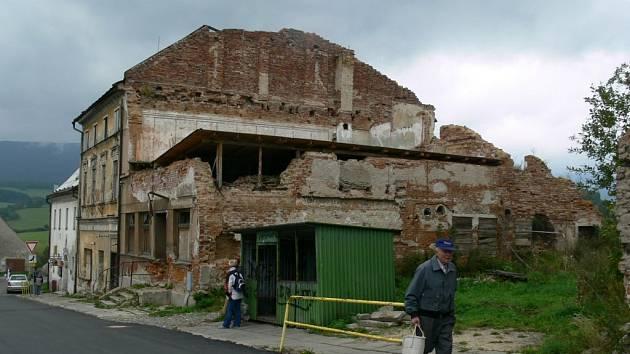 zříceniny domu v centru Starého Města se horší už několik let.