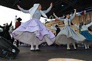 V pátek a v sobotu se na hlavních pořadech Mezinárodního folklorního festivalu v Šumperku představily postupně dvě desítky souborů. Mezi nimi byl i soubor z Portugalska.