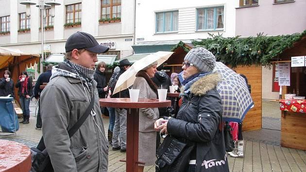 Vánoční trhy byli v pondělí 5. prosince zahájeny na šumperském Točáku