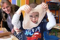 Děti se tentokrát ve Vile Doris staly perníkáři.