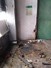 Stav po demontáži jednoho ze strojů v hale Hardu.